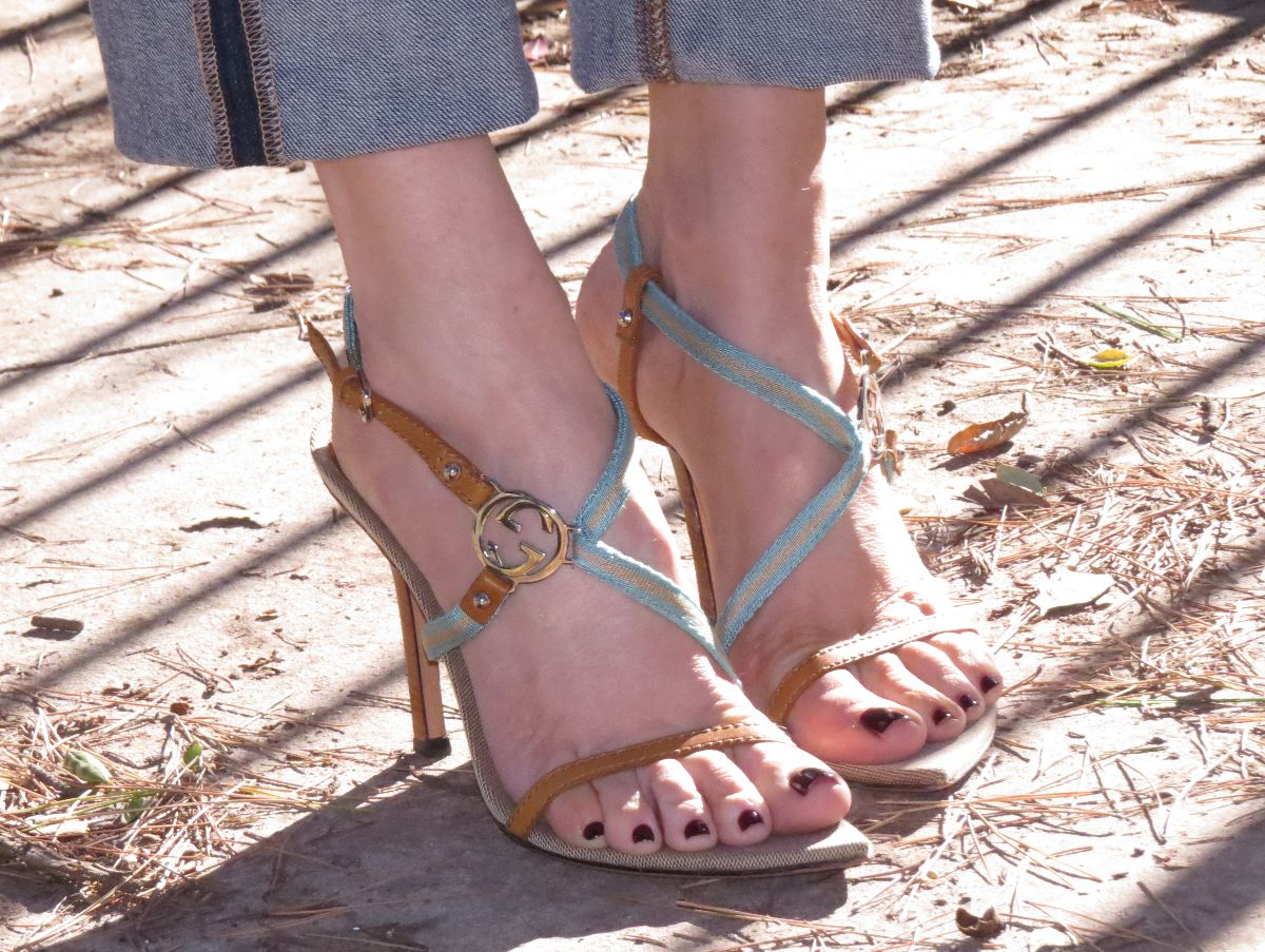 gucci strappy sandals, currently crushing,
