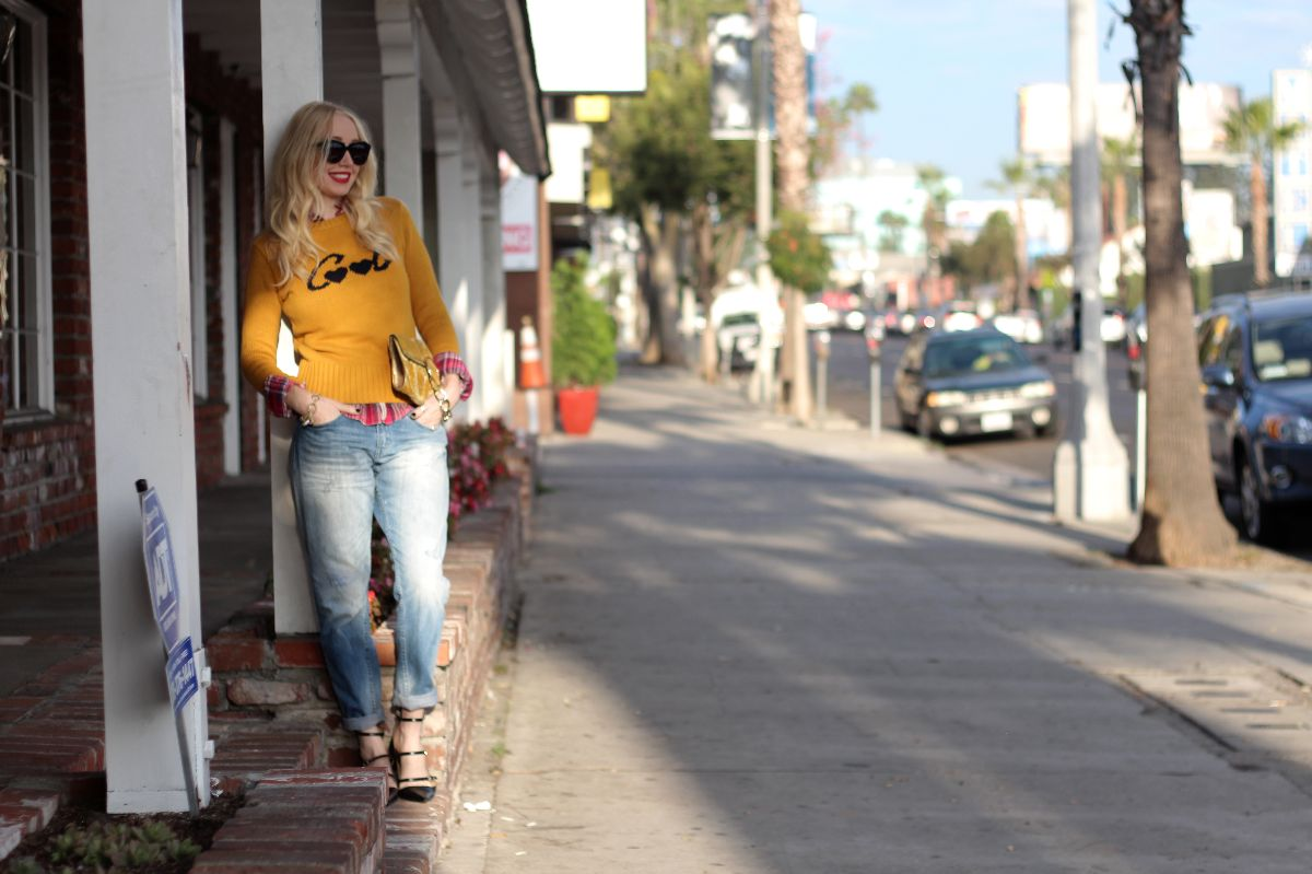 h & M boyfriend jeans, boyfriend jeans, zara cool sweater, bcbg velvet clutch, karen walker number one sunglasses, zara pointed toe ballerina flats, stila beso
