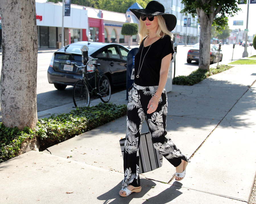 what to wear in LA, currently crushing, byer california, vera bradley tote, echo designs straw hat, pandora jewelry, dr scholls original exercise sandals
