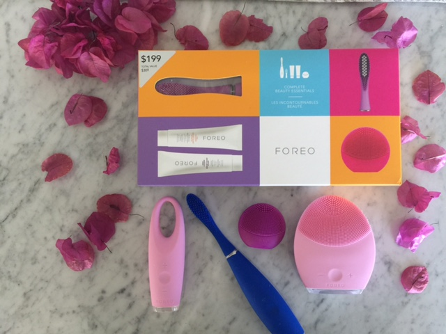 foreo holiday gift sets, foreo issa, foreo at nordstrom, foreo at sephora, currently crushing, holiday gift ideas