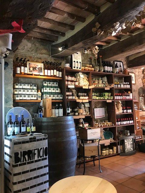 currently crushing, tuscany, monteriggiano, monte chiaro wine tasting